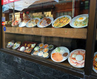 Еда ресторана в окне магазина Стоковое Фото