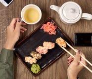 Еда суш с бамбуковыми ручками Стоковые Фотографии RF