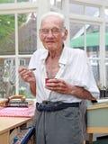 Еда счастливого дома престарелых проживающая стоковые фото