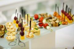 Еда таблицы шведского стола Стоковые Фотографии RF