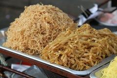 Еда улицы лапшей тайская Стоковые Фото