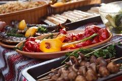 Еда улицы зажженные овощи Стоковые Фотографии RF