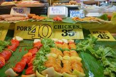 Еда улицы на рынке вечера Стоковая Фотография