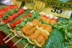 Еда улицы на рынке вечера Стоковое Изображение RF