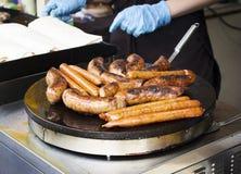 Еда улицы, сосиски на гриле Стоковое Фото