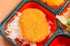 Еда Японии оладь оладь свинины в коробке Стоковые Изображения RF