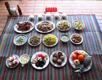 Еда для уважения оплаты к китайскому богу Стоковые Фотографии RF