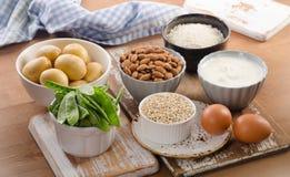 Еда h витамина богатая на деревянной доске Стоковые Изображения