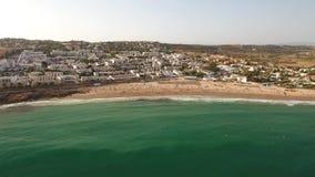 дел Захватите видео пляжа Luz в лете, полное купальщиков видеоматериал