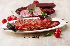 деликатность Еда мяса на плите стоковая фотография rf