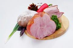 деликатность Еда мяса на плите стоковое изображение