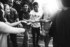 Единение приятельства людей собирает концепцию единства команды Стоковые Изображения RF