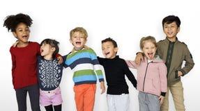 Единение счастья друзей одноклассника усмехаясь Стоковая Фотография RF