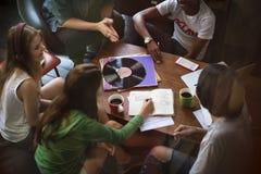 Единение Conce развлечений музыки приятельства людей говоря стоковая фотография rf