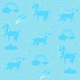 Единороги аквамарина с облаками, радугой и звездами на салатовой предпосылке Иллюстрация вектора
