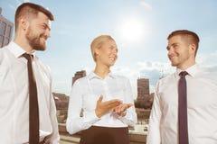 3 делового партнера имея переговор стоковая фотография rf