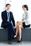 2 делового партнера планируя работу Стоковые Изображения