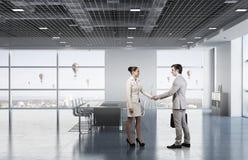 2 делового партнера тряся руки Стоковое фото RF
