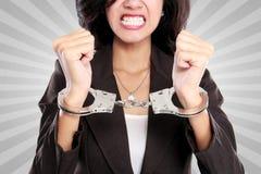 дело надевает наручники женщина стоковая фотография