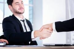 дело успешное 3 успешных бизнесмены сидя в Стоковые Изображения