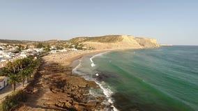 дел Подъем выше пляж Luz в Лагосе акции видеоматериалы
