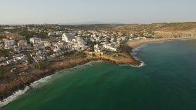 дел Туристская деревня пляжа Luz, с взглядами неба над морем сток-видео