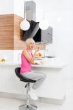 Еды диеты девушки свежая несчастной здоровая vegetable Стоковые Фотографии RF