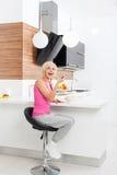 Еды диеты девушки свежая несчастной здоровая vegetable Стоковое фото RF