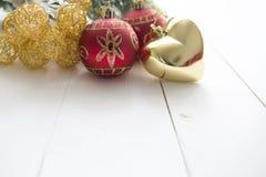 Ель рождества на деревянной текстуре с естественной предпосылкой картин Стоковое Изображение