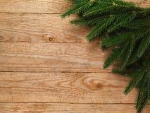 Ель рождества с украшением на предпосылке деревянной доски с космосом экземпляра Стоковые Фото