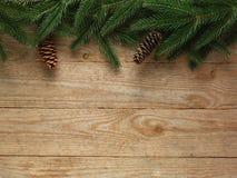 Ель рождества с украшением на предпосылке деревянной доски с космосом экземпляра Стоковые Фотографии RF