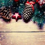 Ель рождества с украшением на темной деревянной доске Christm Стоковые Изображения