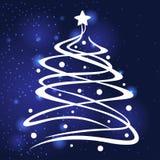 Ель рождества украсила шарики и звезду на голубой предпосылке Стоковые Фотографии RF