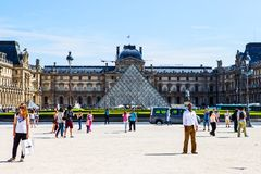 Жалюзи Пирамида Pyramide du Жалюзи, Париж Стоковое Фото