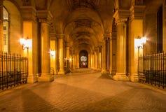 Жалюзи Musee в Париже к ноча Стоковое Изображение