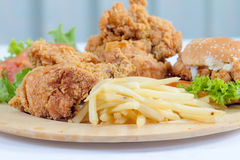 Жареная курица и бургер Стоковое фото RF