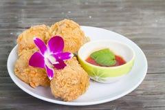 Жареная курица и декоративная орхидея Стоковое Изображение