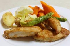 Жареная курица и veg лотка Стоковая Фотография