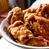 Жареная курица, Кентукки, домодельная кудрявая жареная курица Стоковые Фотографии RF