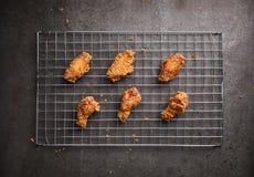 Жареная курица на темной предпосылке Стоковое Изображение RF