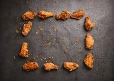 Жареная курица на темной предпосылке Стоковая Фотография