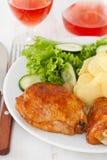 Жареная курица с картошкой Стоковые Фото