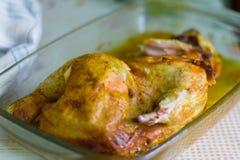 Жареная курица, цыпленок зажаренный с приправами стоковое изображение rf