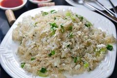 Жареные рисы белизны яичка Стоковые Изображения