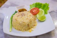 Жареные рисы на плите Стоковое Изображение