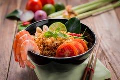 Жареные рисы с креветкой, вкусом Tom yum, популярной тайской едой Стоковое Изображение RF