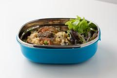 Жареные рисы с кудрявыми рыбами в шаре Стоковое Изображение