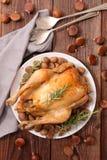 Жареный цыпленок и каштан стоковая фотография rf