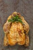 Жареный цыпленок с травами стоковое фото