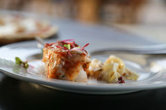 Жареный цыпленок и макаронные изделия Стоковые Изображения RF